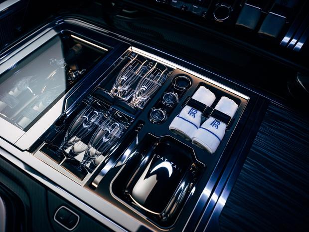 Фото №11 - Rolls-Royce запускает подразделение Coachbuild для производства автомобилей с уникальным кузовом