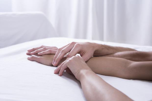 Фото №2 - Отвечаем на 10 самых неловких вопросов о сексе