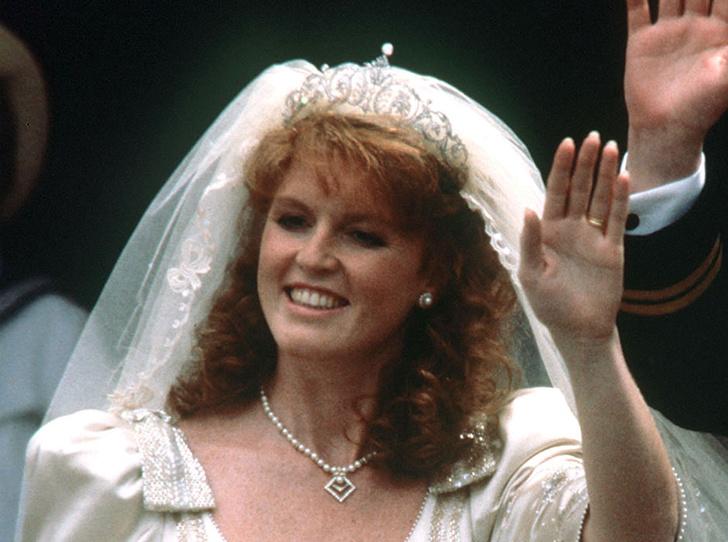 Фото №45 - Какую тиару Елизавета II одолжит Меган Маркл на свадьбу: делаем ставки