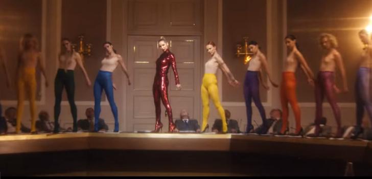Фото №1 - Ксения Собчак, Катя Варнава и другие звезды в новом клипе Светланы Лободы Boom Boom