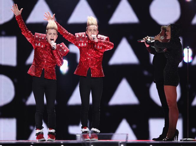 Фото №6 - Самые яркие (и странные) сценические наряды за всю историю Евровидения