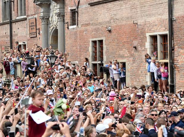 Фото №14 - Герцогиня Кембриджская еле сдержала слезы в концлагере Гданьска
