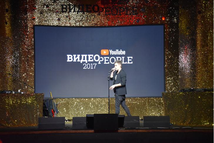 Фото №1 - Энергичный Джарахов, неутомимый Элджей и шутки за 300 от Поперечного: вот как прошел ВИДЕОPEOPLE-2017