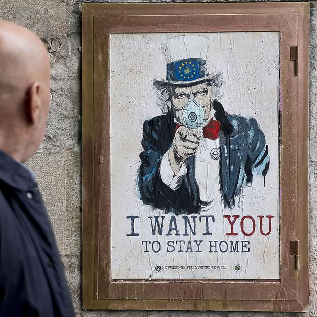 Фото №3 - 20 граффити со всего мира, навеянные коронавирусом