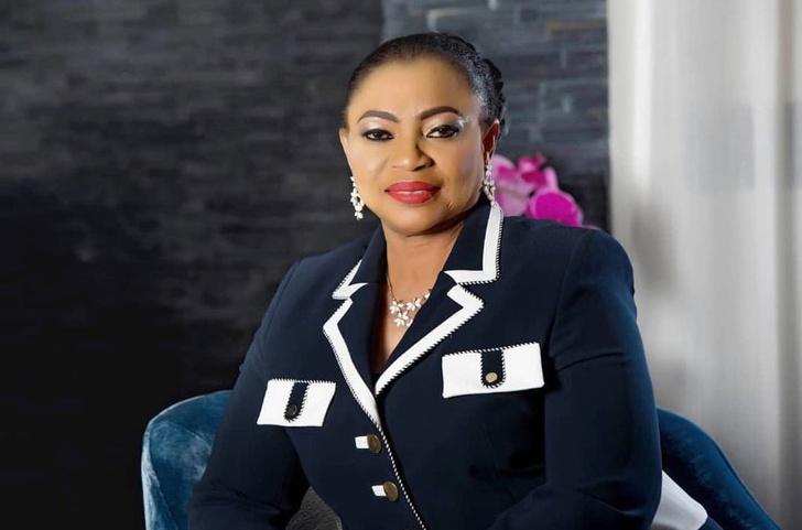 Фото №8 - От секретарши до собственного Dior и джета: сколько богатейшая женщина Африки тратит на туфли