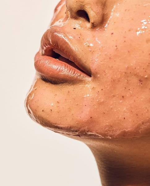 Фото №2 - 5 классных масок для лица, которые ты можешь сделать из того, что есть в холодильнике