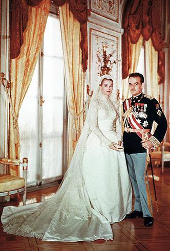 Фото №7 - 16 самых известных, красивых и дорогих свадебных платьев за всю историю