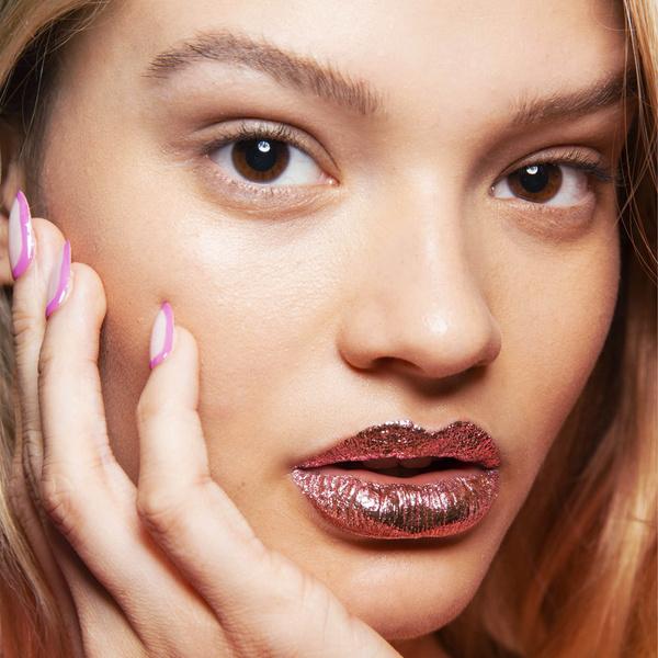 Фото №1 - Бьюти-тренд: повтори макияж с модного показа Jeremy Scott