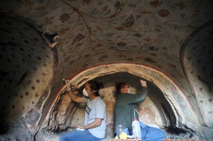 Фото №1 - В древнем турецком городе найдены каменные гробницы