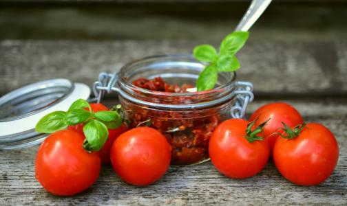 Фото №1 - В Роскачестве объяснили, почему приготовленные томаты бывают полезнее свежих