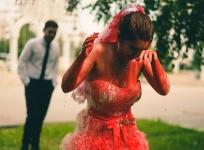 Феминистки провели «Кровавую свадьбу» в Казани