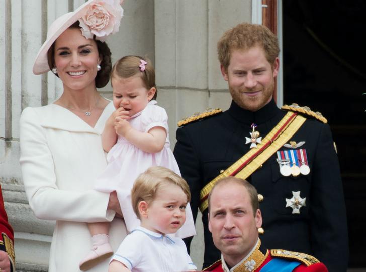 Фото №1 - Любящий дядя: что принц Гарри дарил Джорджу и Шарлотте