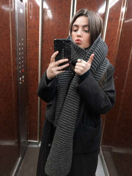Шарф: Zara, пальто: сшито на заказ