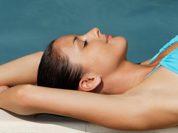 Фото №1 - 13 советов, как защитить лицо, тело и волосы от ультрафиолета
