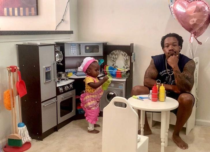 Фото №1 - Смешной отзыв отца на «ресторан» его маленькой дочери стал вирусным