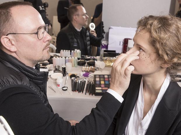 Фото №2 - Как повторить макияж с показа Dior Haute Couture SS17