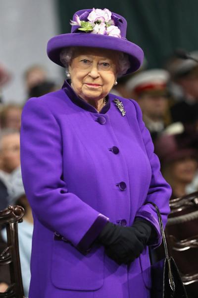 Фото №1 - Без свиданий и работы: вещи, которые не делала Елизавета II