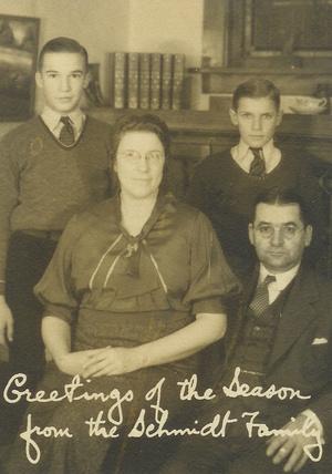 Шмидт с женой Маргарет и сыновьями Джоном и Робертом