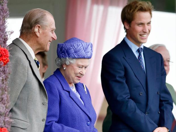 Фото №2 - Какими были отношения принцев Филиппа и Уильяма все эти годы
