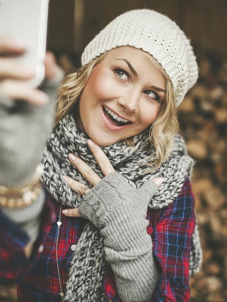 Фото №2 - Как сделать макияж для идеального селфи?
