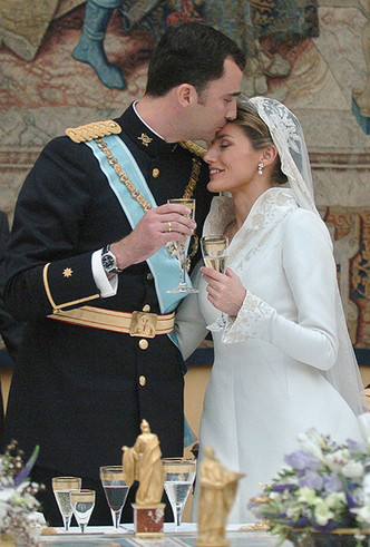 Фото №63 - Самые трогательные моменты королевских свадеб (о Гарри и Меган мы тоже не забыли)