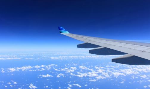 Фото №1 - Опытный путешественник рассказал, к каким проблемам со здоровьем приведет сон в самолете