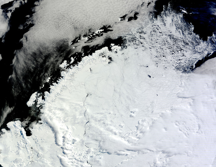Фото №1 - Ученые рассказали о судьбе гигантского айсберга