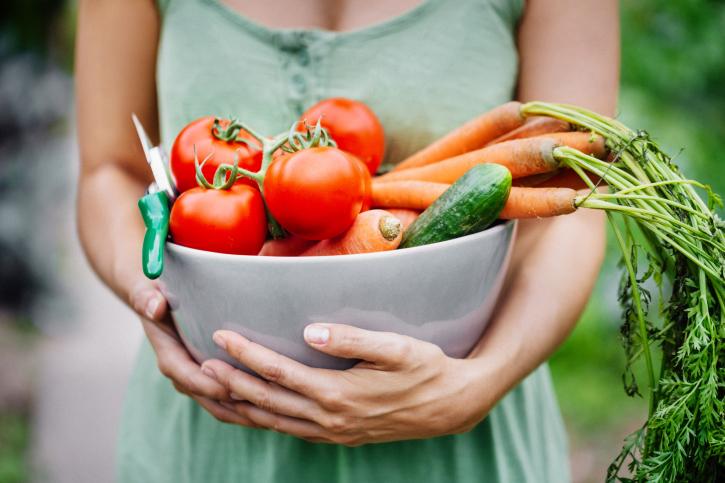 Женщина с овощами