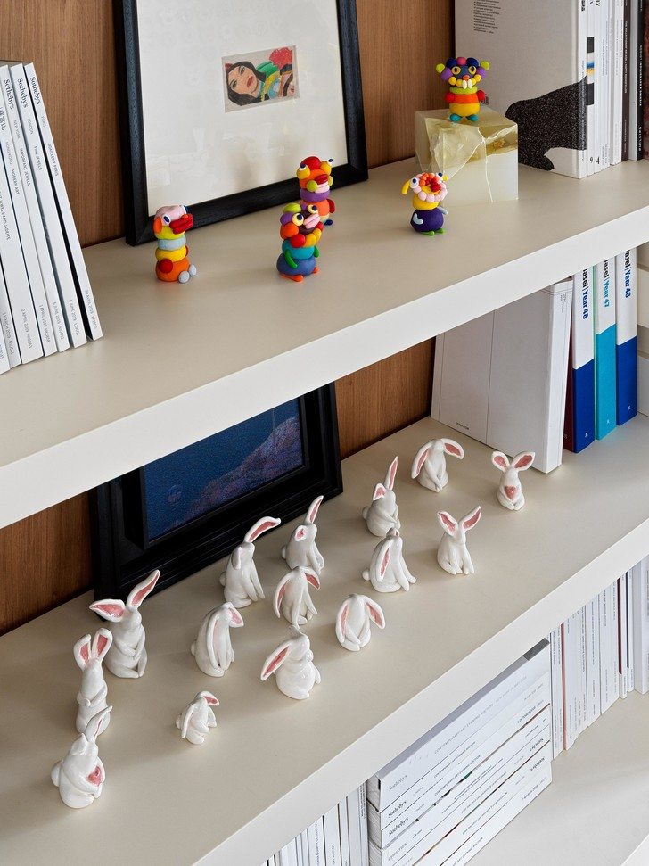 Фото №2 - Домашняя коллекция: какие произведения искусства есть дома у Полины Аскери
