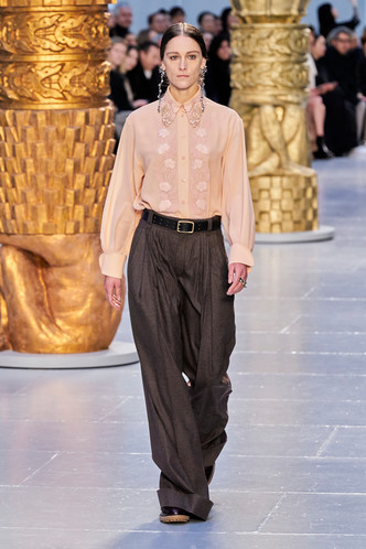 Фото №7 - Вместо джинсов: модные брюки осени и зимы 2020/21