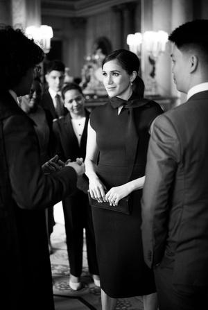 Фото №15 - Прощай, Корона: лучшие образы герцогини Меган в 2020 году