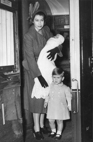 Фото №8 - 9 королевских ритуалов, связанных с рождением детей