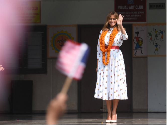 Фото №2 - Новый курс: что Мелания Трамп хотела сказать своим гардеробом в Индии