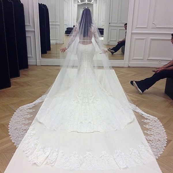 Фото №16 - От Одри Хепберн до Меган Маркл: знаменитые невесты в платьях Givenchy