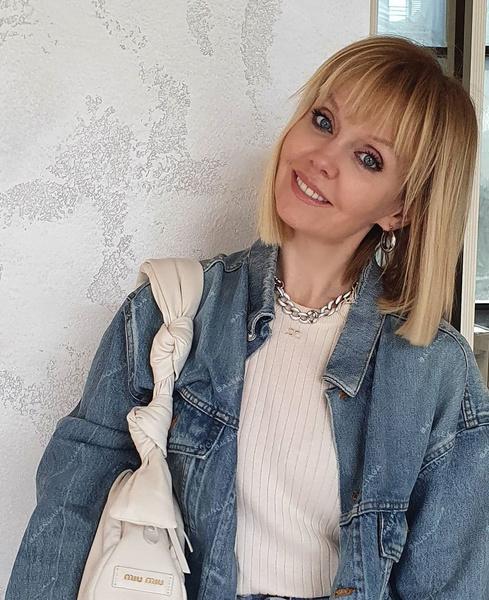 Психолог объяснил, почему Валерия не обнимается с мужчинами для фото