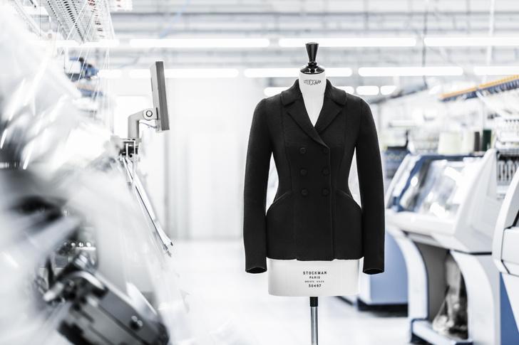 Фото №1 - Возрождение классики: как создавался новый вязаный жакет Bar от Dior