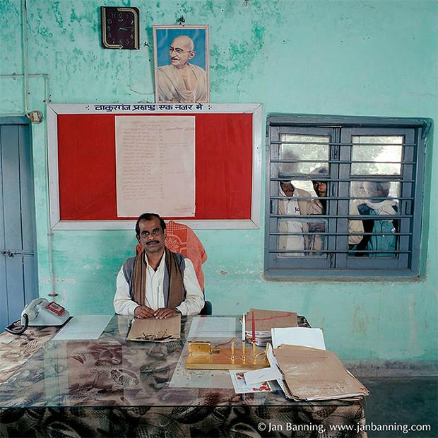 Фото №4 - Проходите, садитесь: кабинеты чиновников и служащих в разных странах