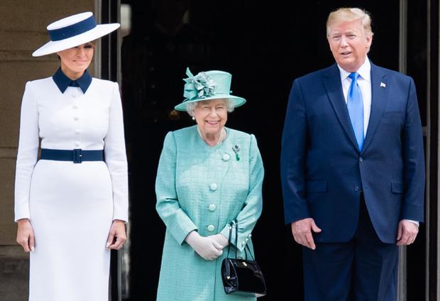 Фото №7 - 10 платьев для офиса, как у Мелании Трамп на встрече с королевской семьей