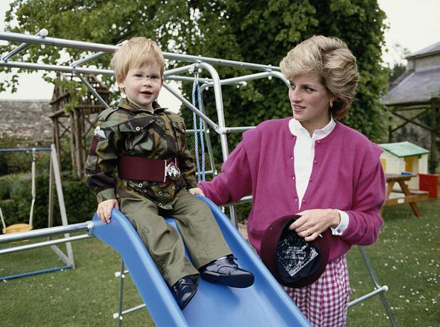 Фото №2 - Почему принц Гарри не мог говорить о смерти матери с семьей