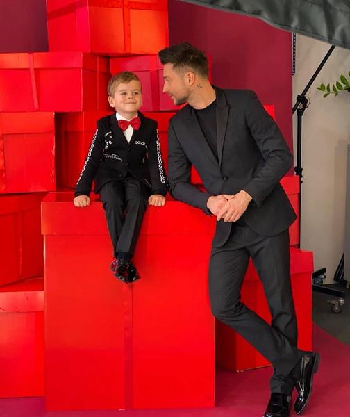 Фото №1 - Сергей Лазарев показал редкое фото с сыном и дочкой