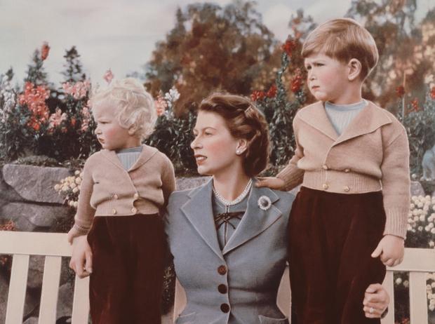 Фото №7 - Какой матерью Елизавета II была для своих детей