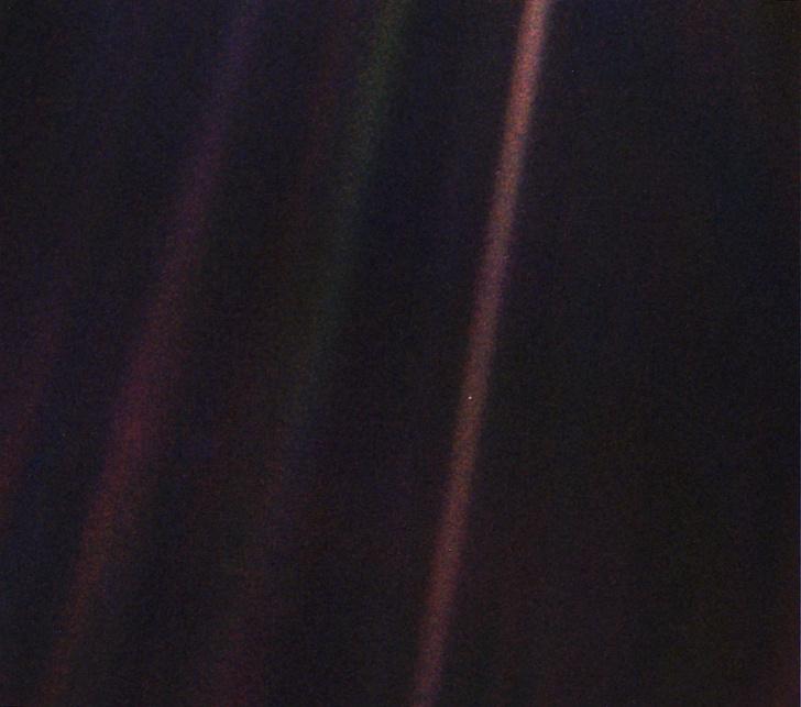 Фото №1 - История одной фотографии: снимок Земли с расстояния 6 миллиардов километров, февраль 1990 года
