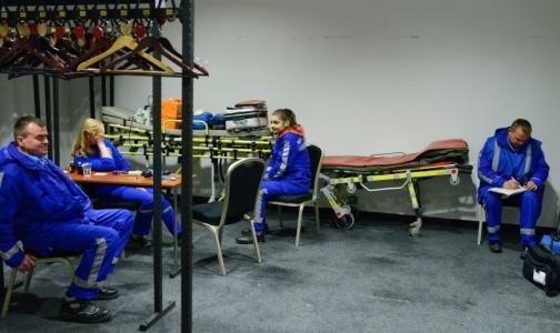 Фото №1 - Петербургские «скорые» прибыли к месту опознания погибших в авиакатастрофе