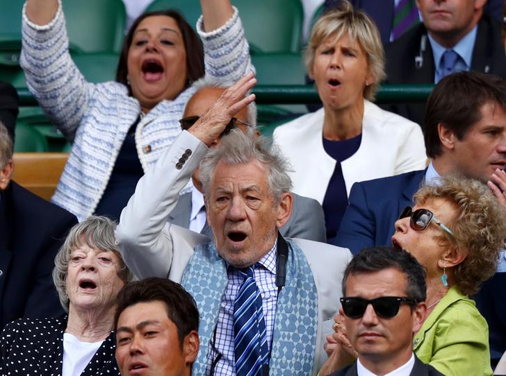 Фото №35 - И смех, и слезы: звезды на трибунах Уимблдона глазами фотографов