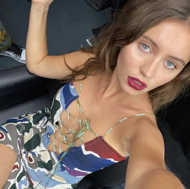 Фото №2 - «Голое» платье во имя планеты: Айрис Лоу на премии Green Carpet Fashion Awards