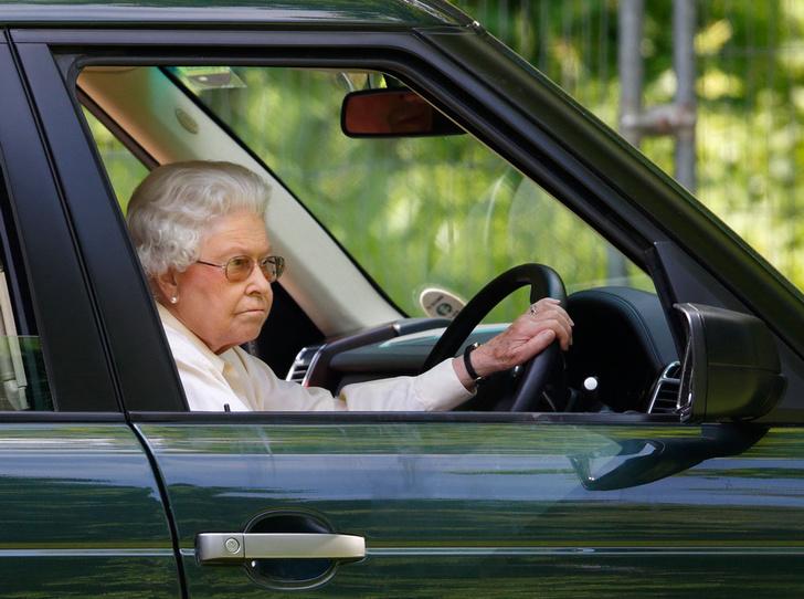 Фото №11 - Что могут короли: как проходит типичный день Елизаветы II в Букингемском дворце