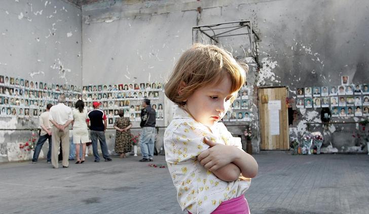 Фото №1 - «В 9 лет не будешь думать, что кто-то хочет убить тебя»: что стало с выжившими школьниками Беслана