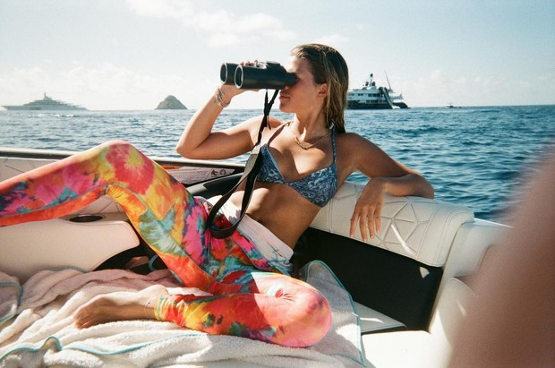 Фото №1 - С надеждой на 2021 год, в котором мы мечтаем сделать такие же фото, как София Ричи на каникулах