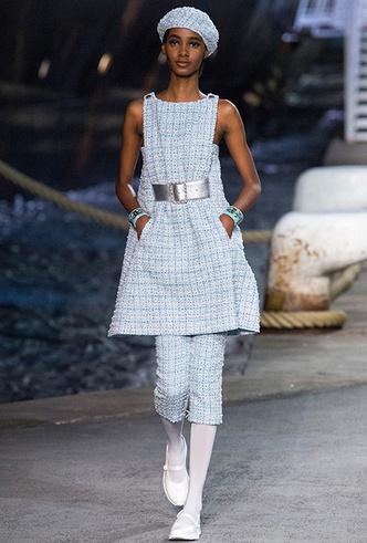 Фото №6 - 5 идей с показа круизной коллекции Chanel, которые пригодятся уже этим летом