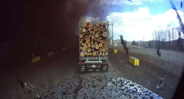 Фото №1 - Взрыв на бумажной фабрике из кабины машины, стоявшей на подъездной дороге (видео)